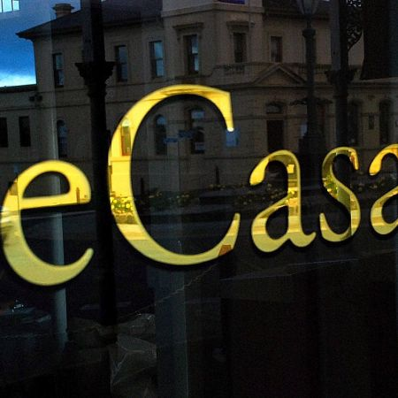 eCasa Homewares, Daylesford. Reverse Gold Leaf Gilded Shopfront Signwriting.